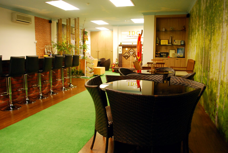 Lounge area for meals and discussion